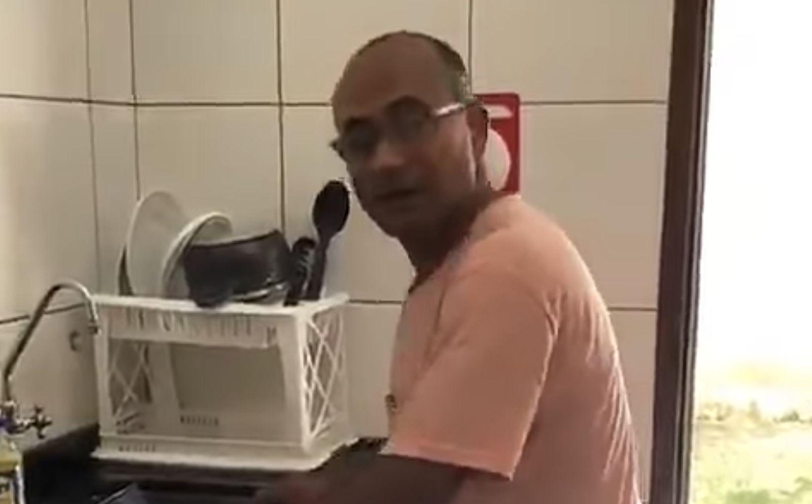 Man creates homemade treadmill amid self-isolation